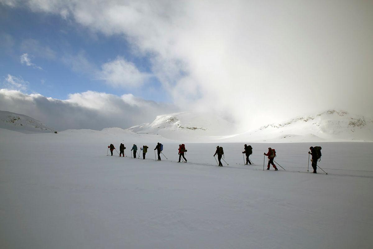 Marianne og resten av turfølget på vei fra Grindaflethytta til Ljosanbotn.