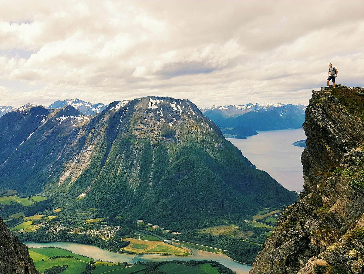 Romsdalseggen byr på en fantastisk utsikt.