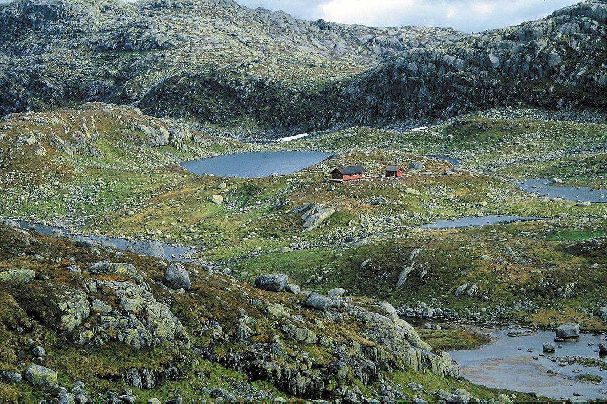 Litle Aurådalen. Dalbunnen er preget av løsmasser avsatt av isbreen for ca 9000 år siden.