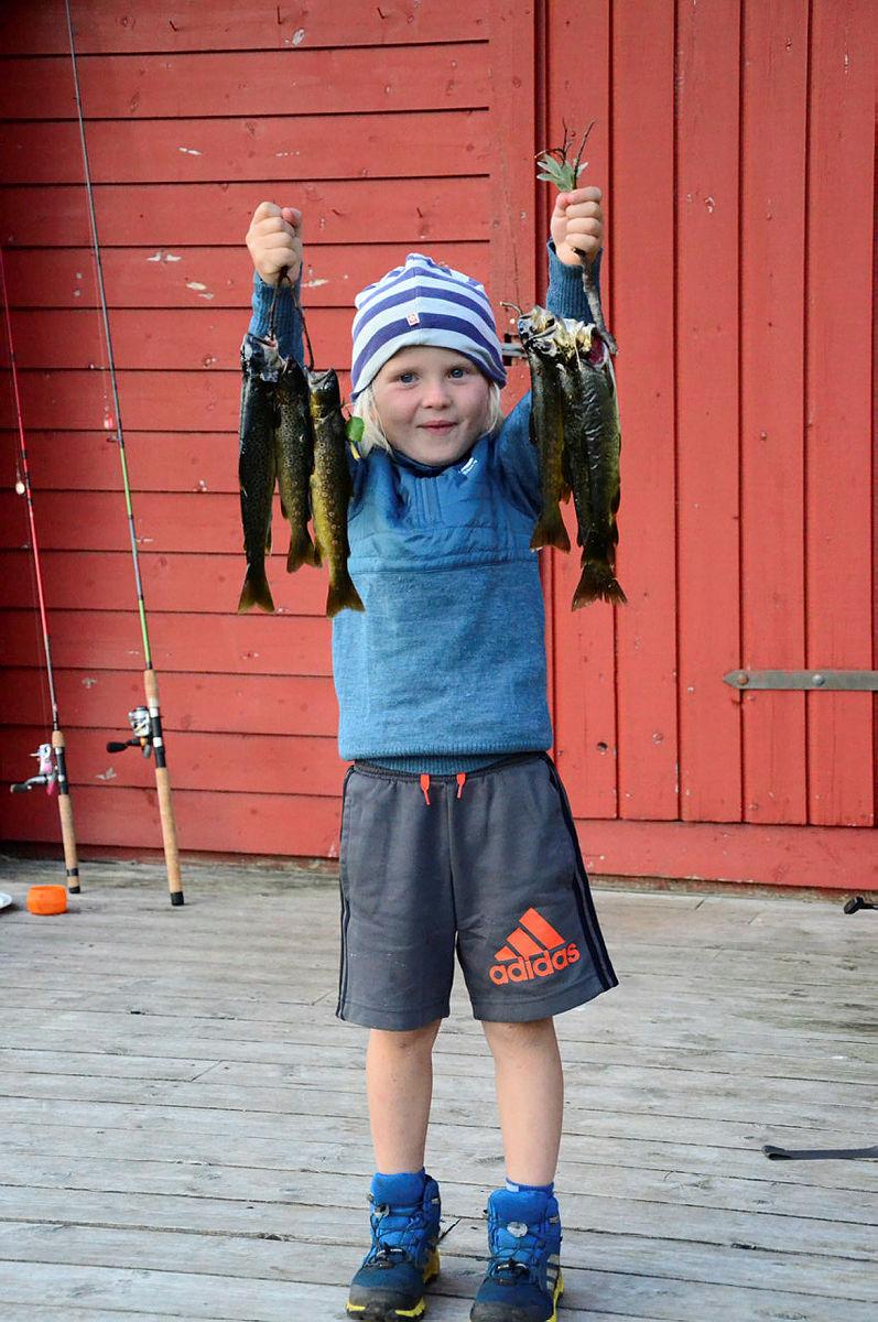 Se på denne fornøyde karen som har gjort stor fangst på Stakken turisthytte.