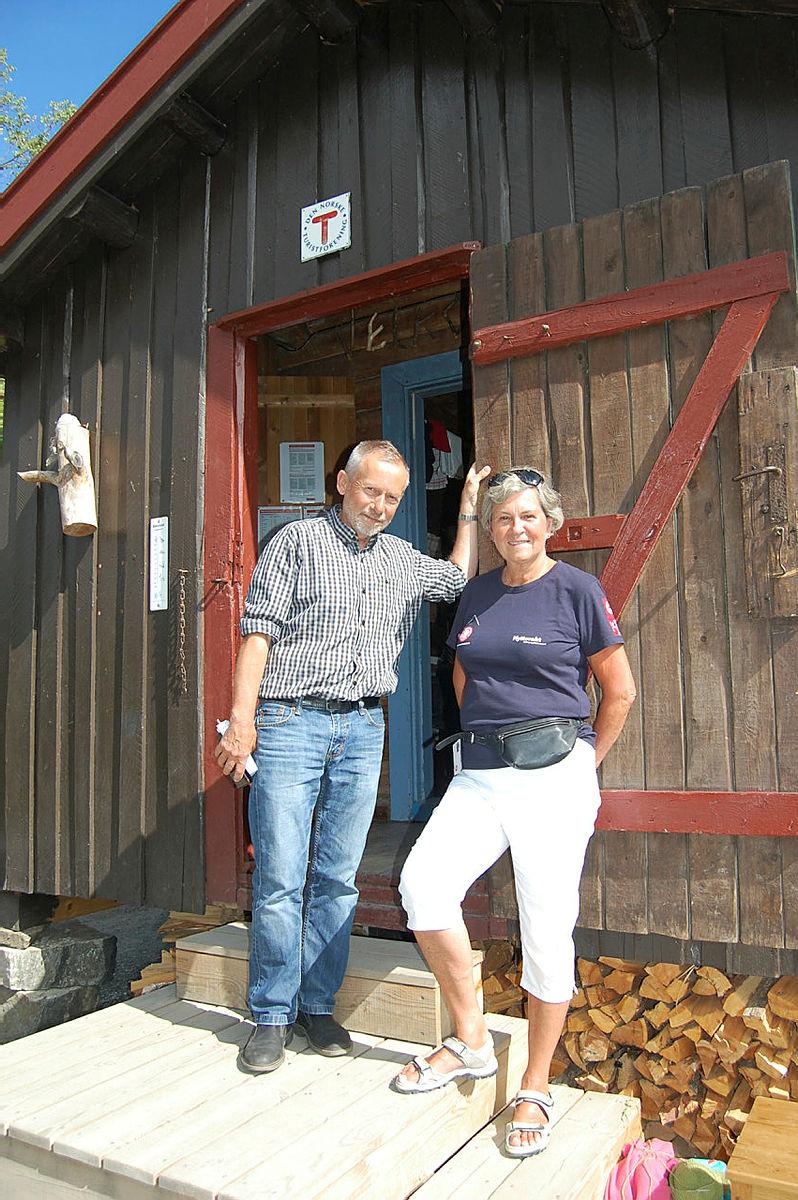 Ved hjelp av frivillige vil vi holde DNT hytta Hovinkoia åpen i sommer også.