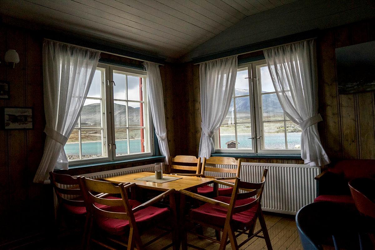 Koselig i stuen på Snøheim.