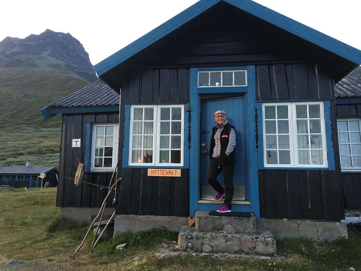 Hyttevakt på Torfinnsbu ønsker velkommen