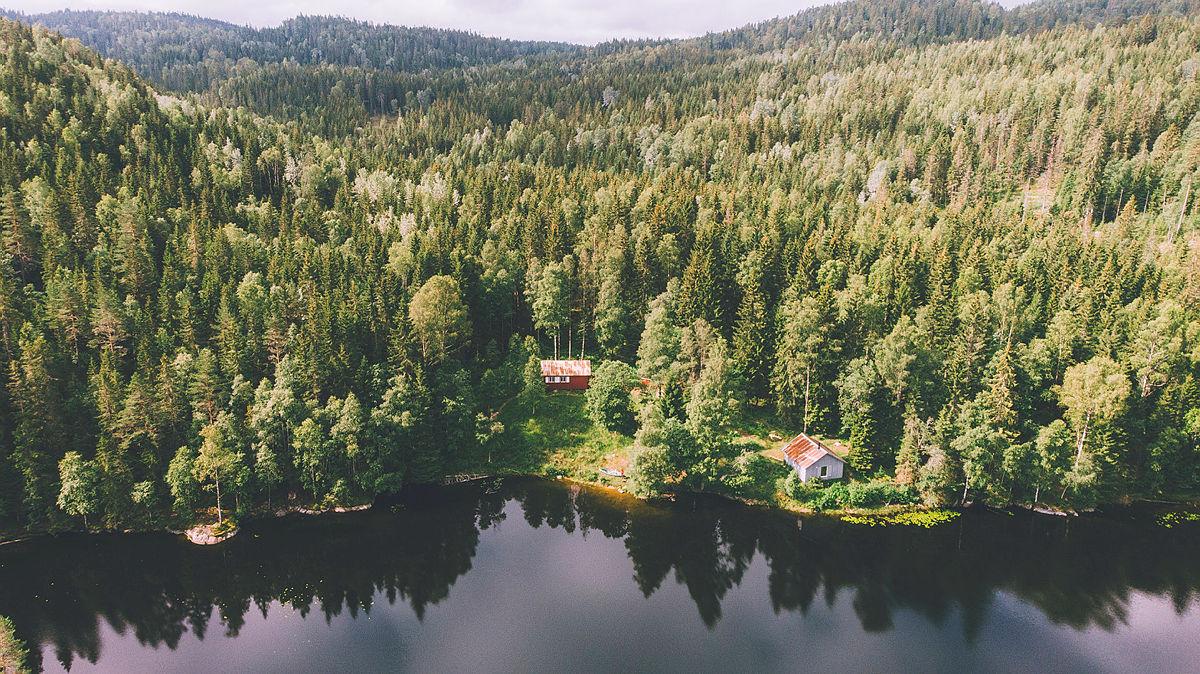 Røyrivannskoia og Stallen i Østmarka. Kan nås med kano fra Losby.