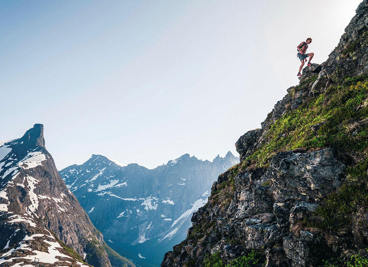 På vei opp mot Holstind i Romsdalen. Med Romsdalshorn til venstre og Trollveggen i bakgrunnen.