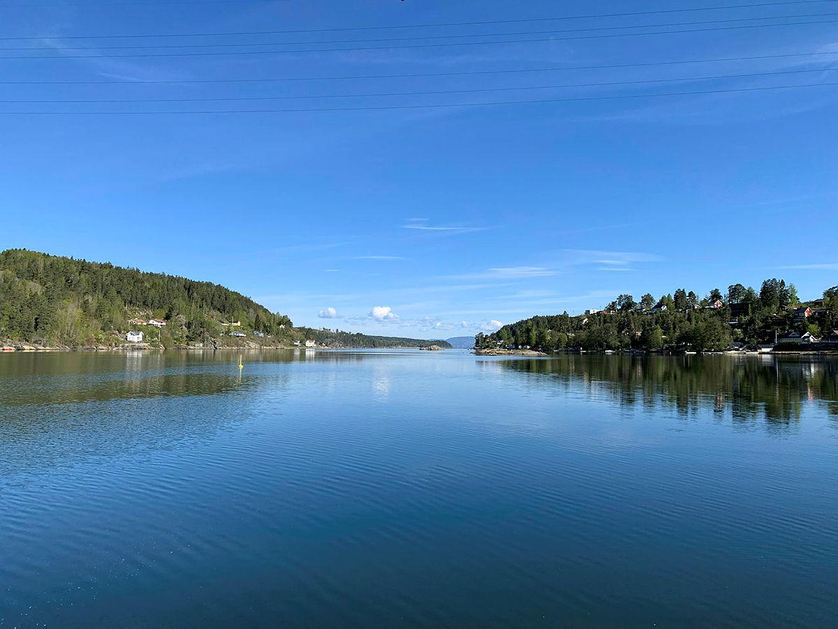 Tenk deg å padle sakte utover Bunnefjorden fra Breivoll Gård en sommerdag...
