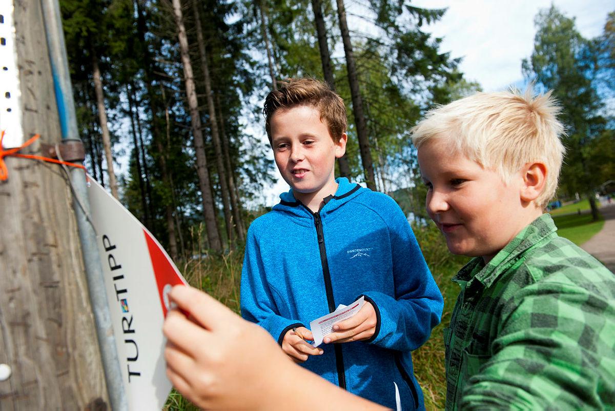 Emil Tobias Langhus Bye (11) og Oliver Fehn (11) tester Turtippen under Kom deg ut-dagen på Sognsvann, september 2013.
