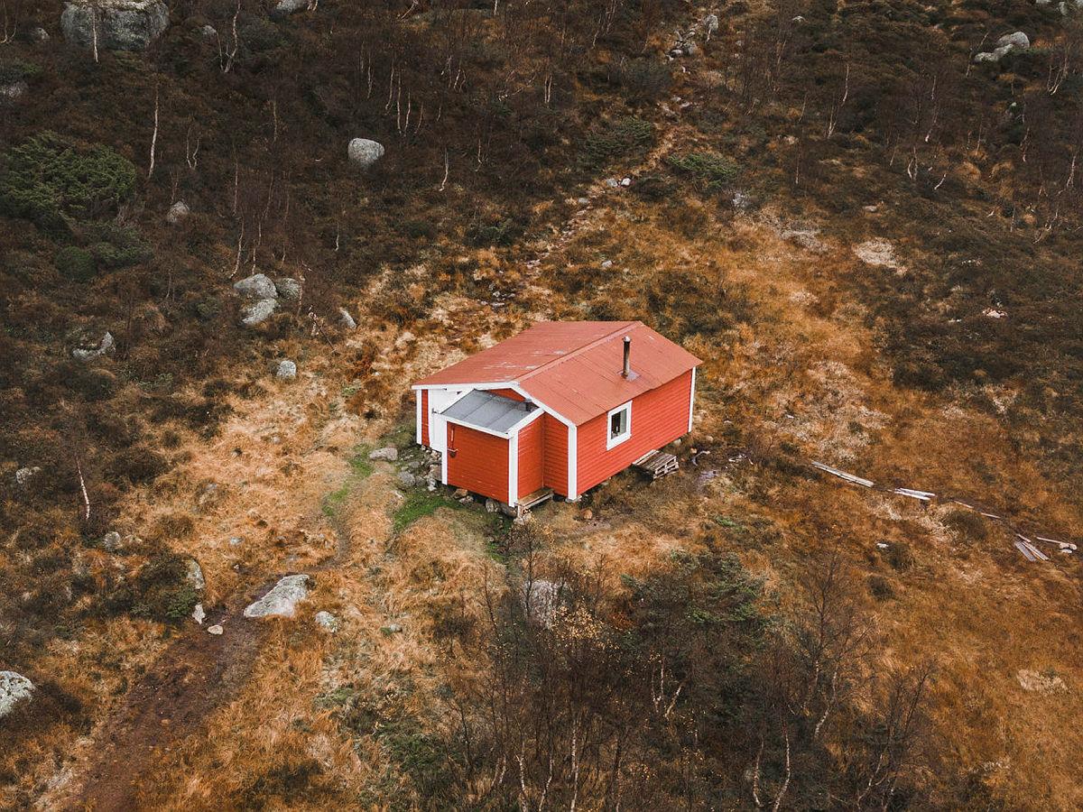 Gamle Skåpet - en bitteliten hytteidyll som ligger for seg selv.