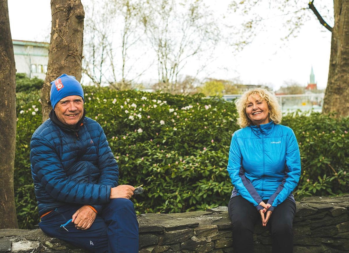 Styreleder og nestleder i STF 60+, Torhild Kalstø og Helge Storhaug gleder seg til å ønske velkommen til ny turkafe i Stavanger.