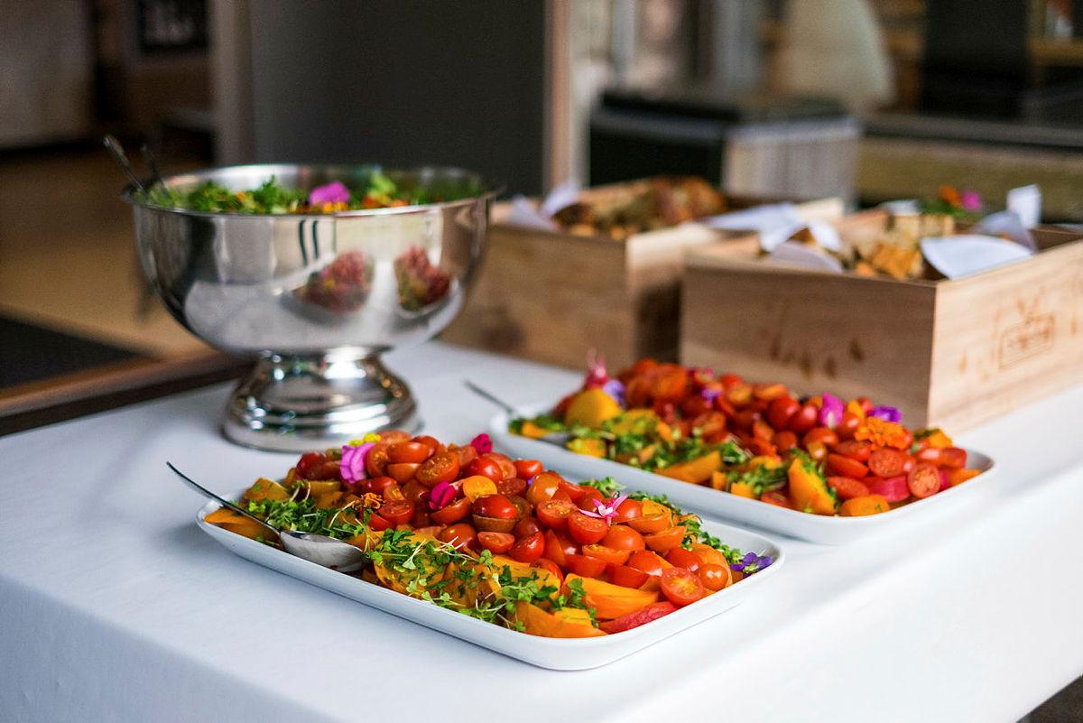 Bo og spis godt på Lysefjorden turisthytte.