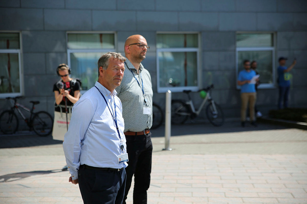 Olav Osvoll, konserndirektør for produksjon og leder for vindkraftsatsningen til BKK, og seksjonsleder Jan Kåre Austrheim.