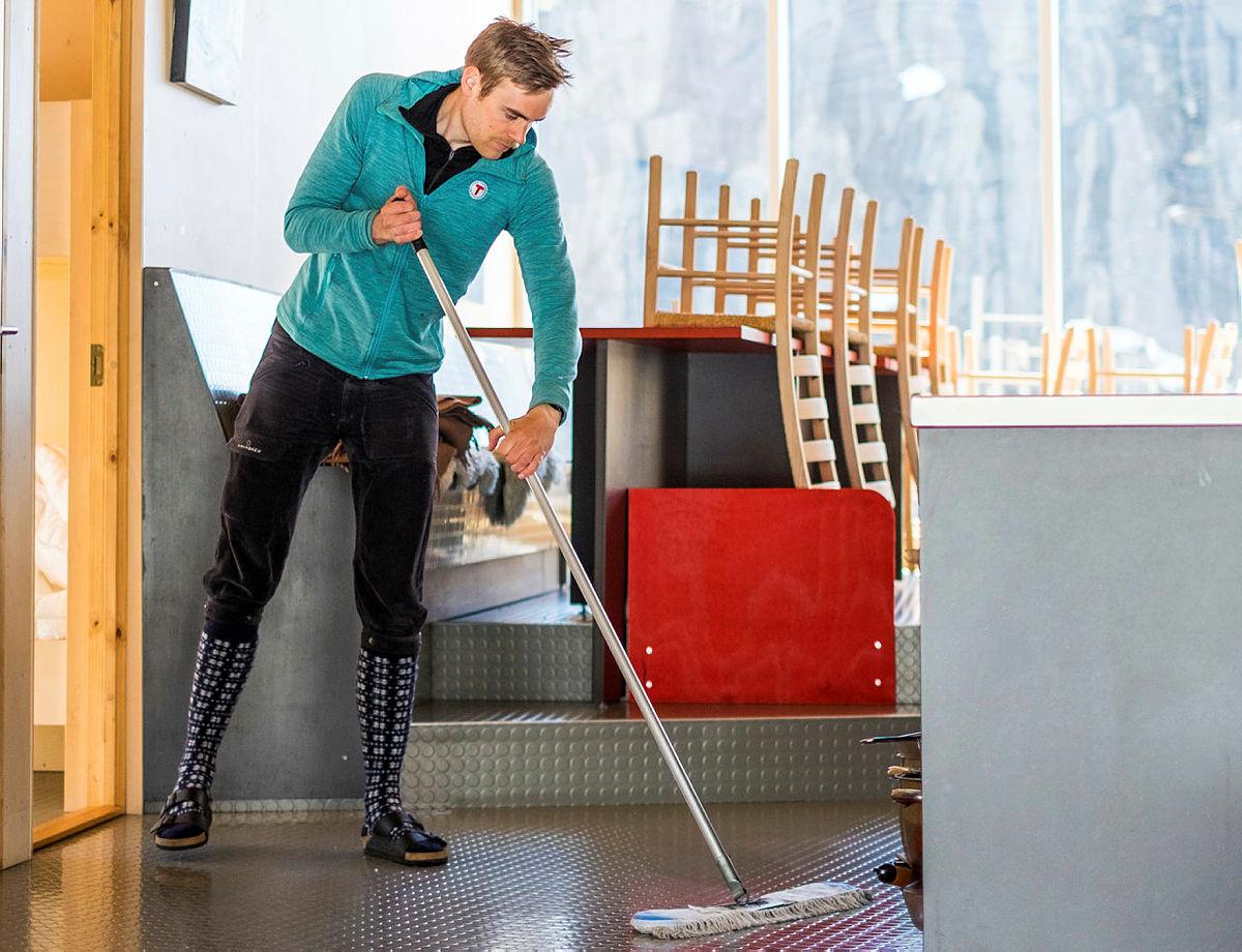 Hyttene må vaskes nøye mellom hvert besøk. Her fra  Skåpet turisthytte.