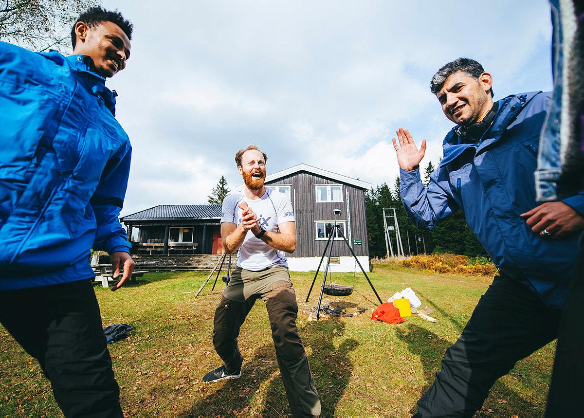 Sami Zeru, til venstre, er frivillig i DNT Oslo og Omegn.